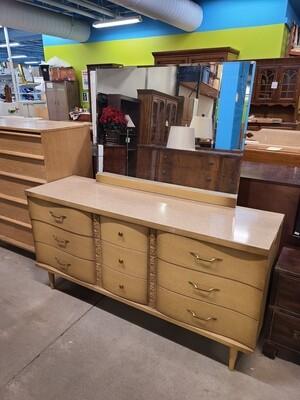 Bassett Furniture Dresser w/ Mirror