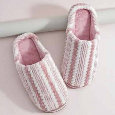Плюшевые тапочки в полоску с круглым носком