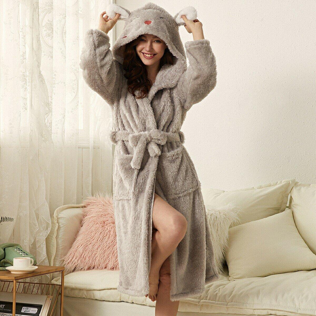 Плюшевый халат с поясом, мультипликационной вышивкой