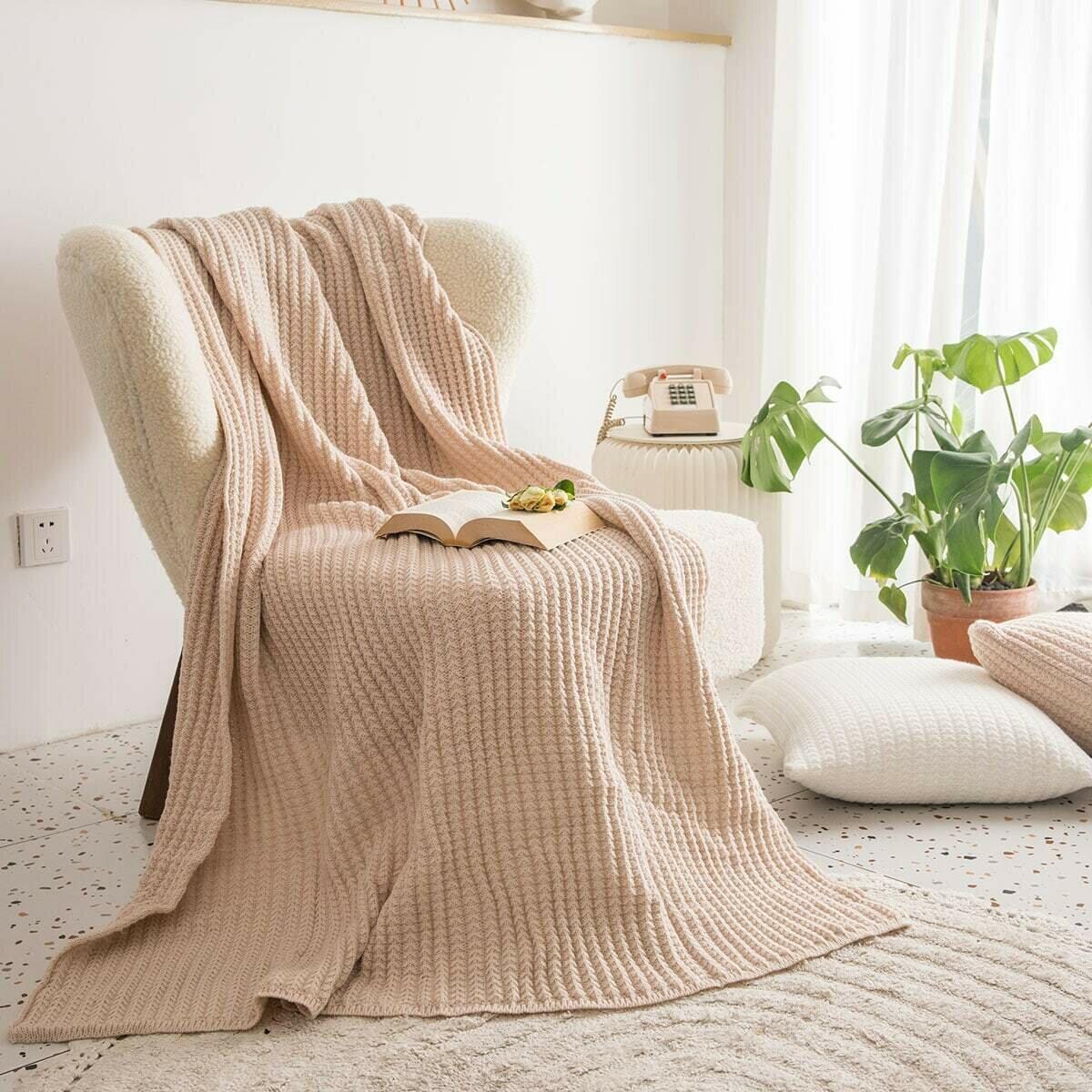 Однотонное вязаное одеяло