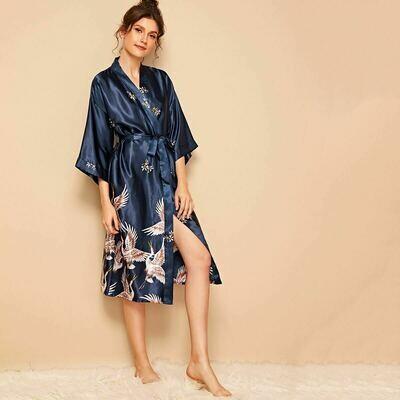 Атласный халат кимоно с поясом и анималистическим принтом
