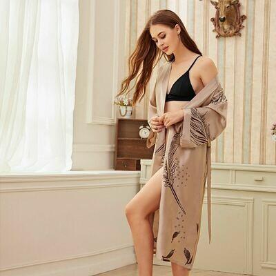 Атласный халат с лиственным принтом и поясом