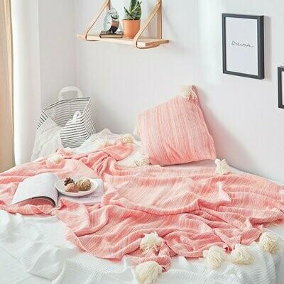Однотонное одеяло с бахромой