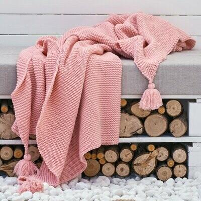 Вязаное одеяло с бахромой