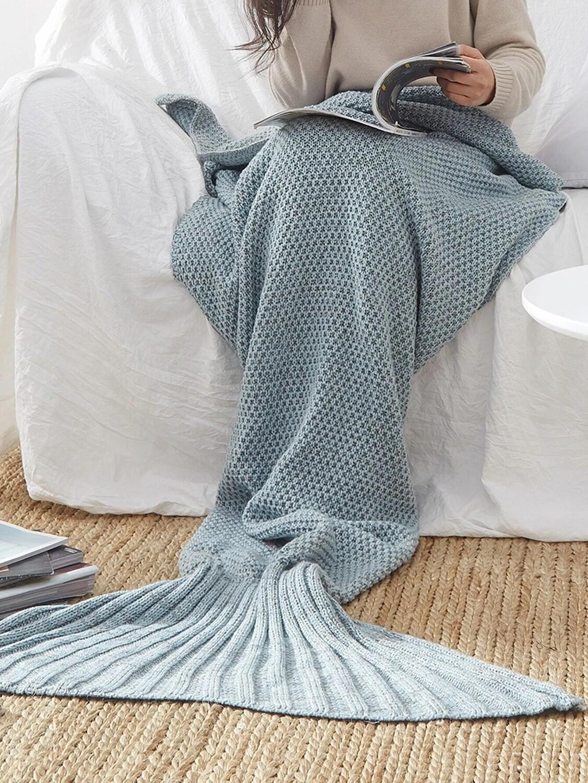 Вязаное одеяло в форме русалки