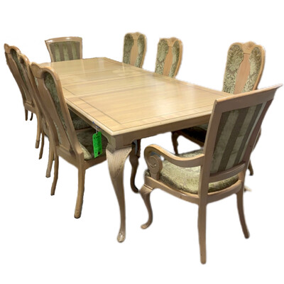 Large Light Wood Table + 2 Leaf's & 8 Chairs