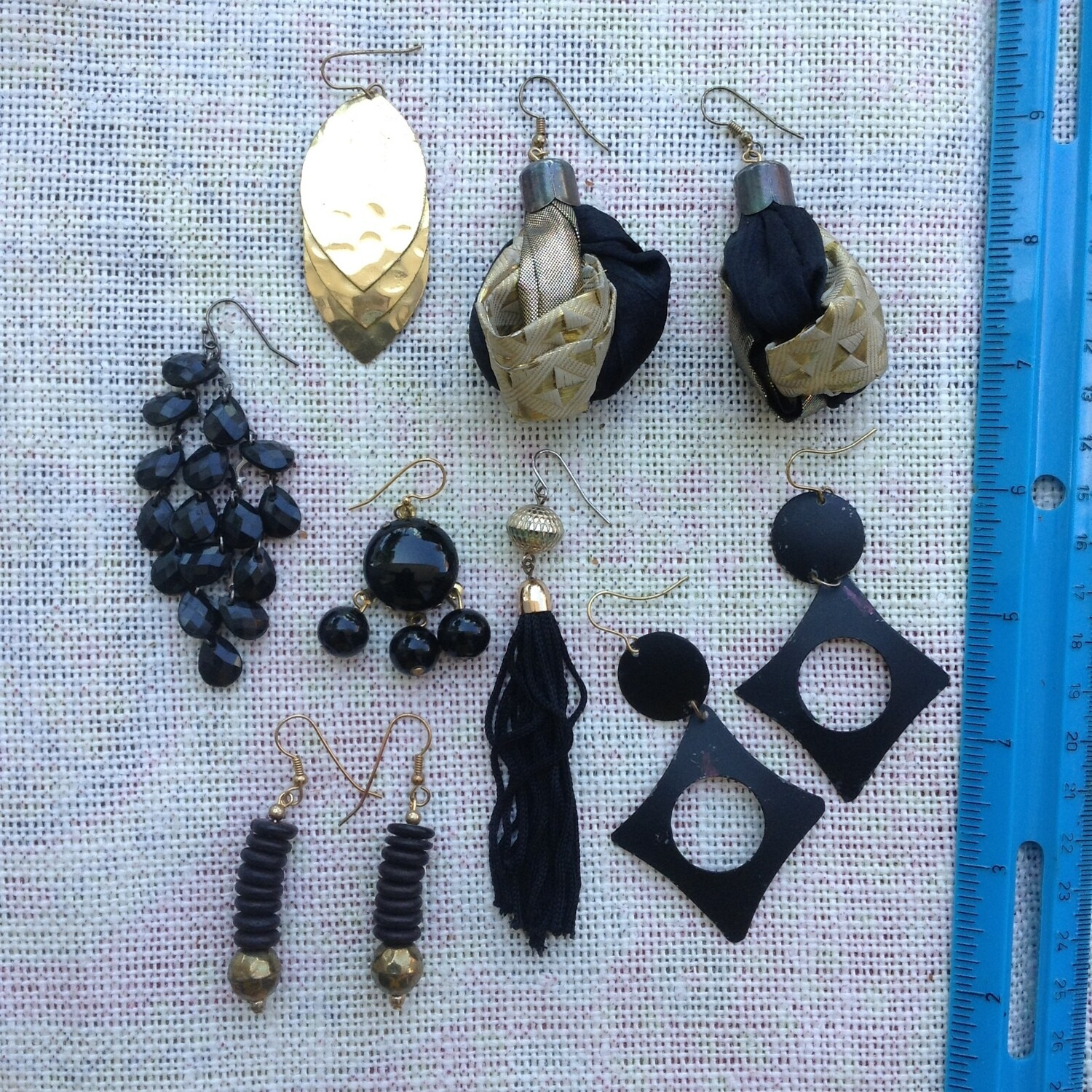Earring Collection Black & Gold w/ Bag