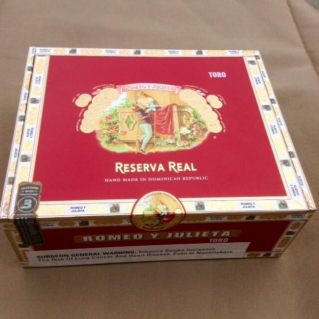 Cigar Box / Reserva Real