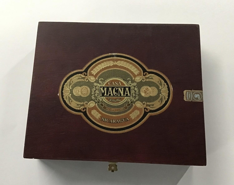 Cigar Box / Casa Magna