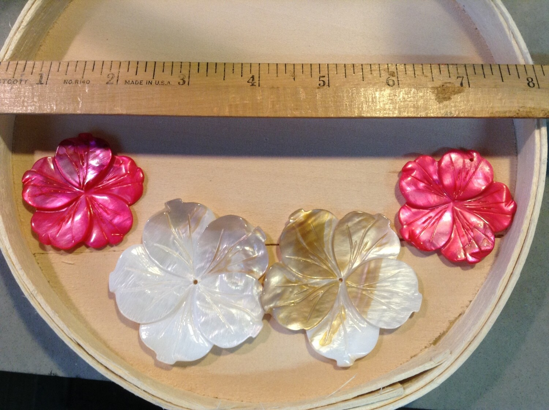 Beads: Shell Pendants / 4 Pieces