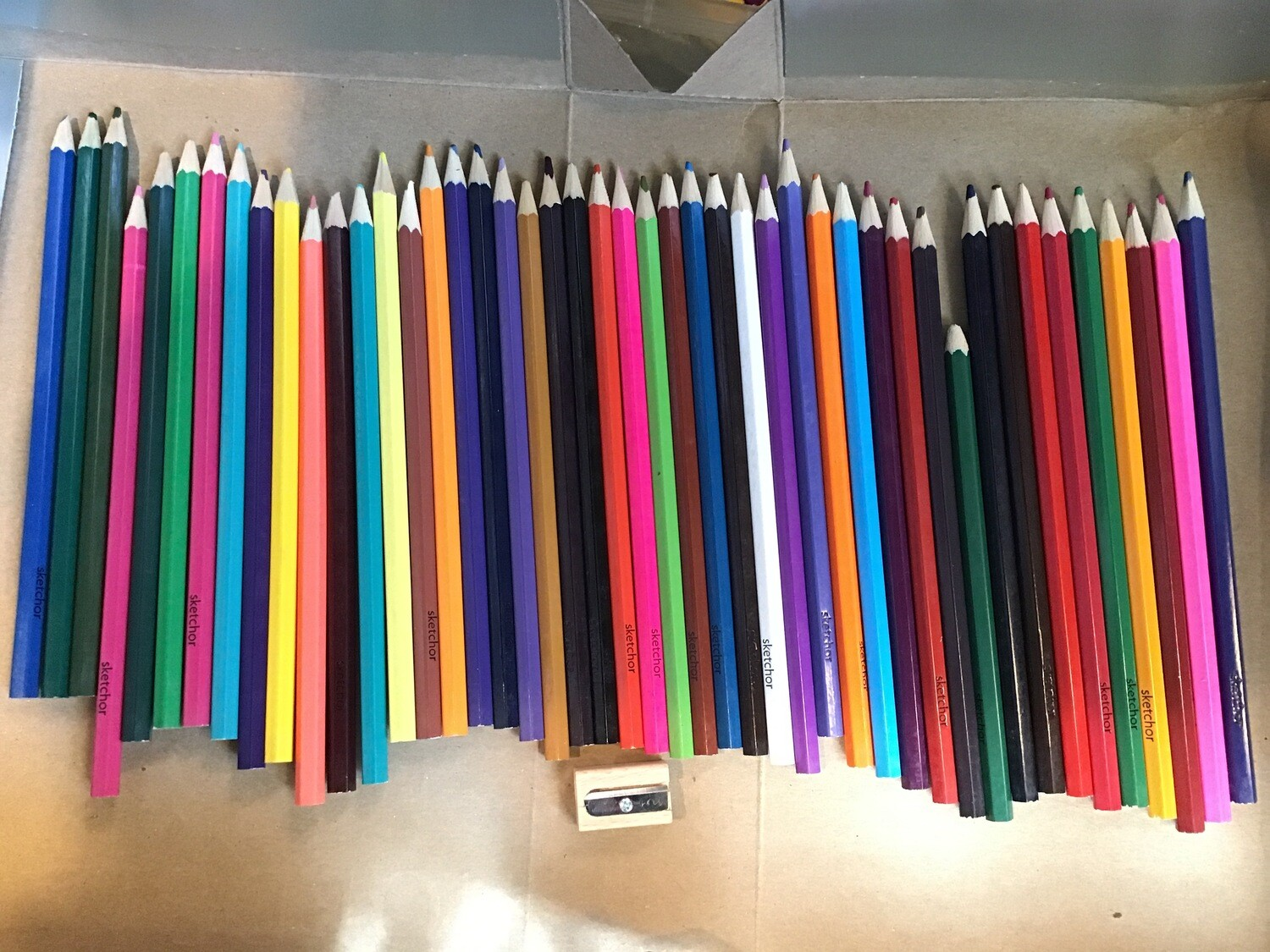 46 Color Pencils With Sharpener