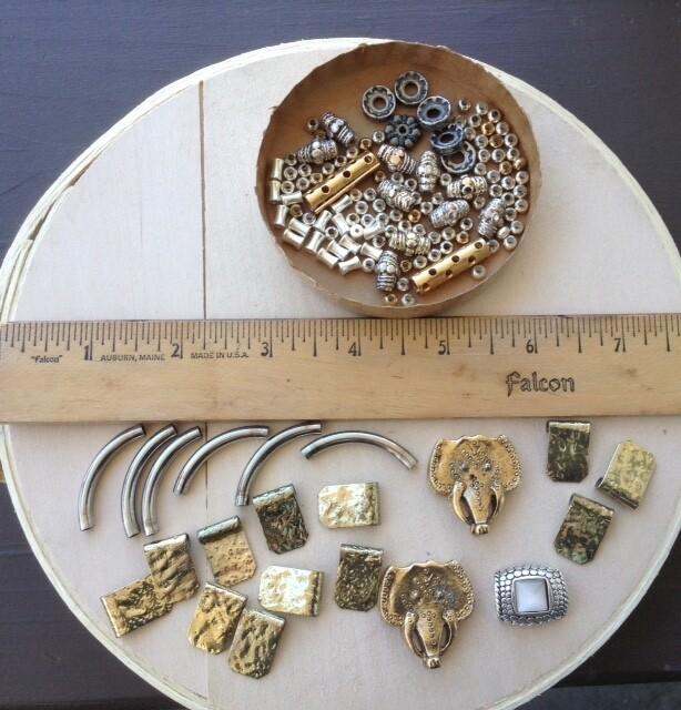 Beads: Metal w/ 2 Elephants