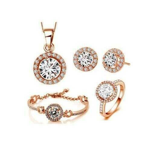 Queen's Luck SET OF 5 Pcs In Swarovski Crystal With White Yellow And Rose Gold Overlay -Style: Rose Gold, Ring Size: 6