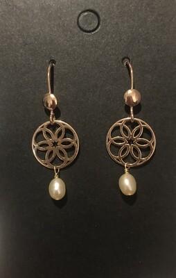 Boucles d'oreilles rosace et perle d'eau douce