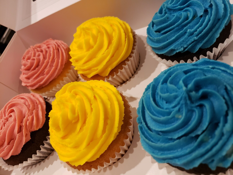 Vanilla and Chocolate Cupcakes - 6 pack