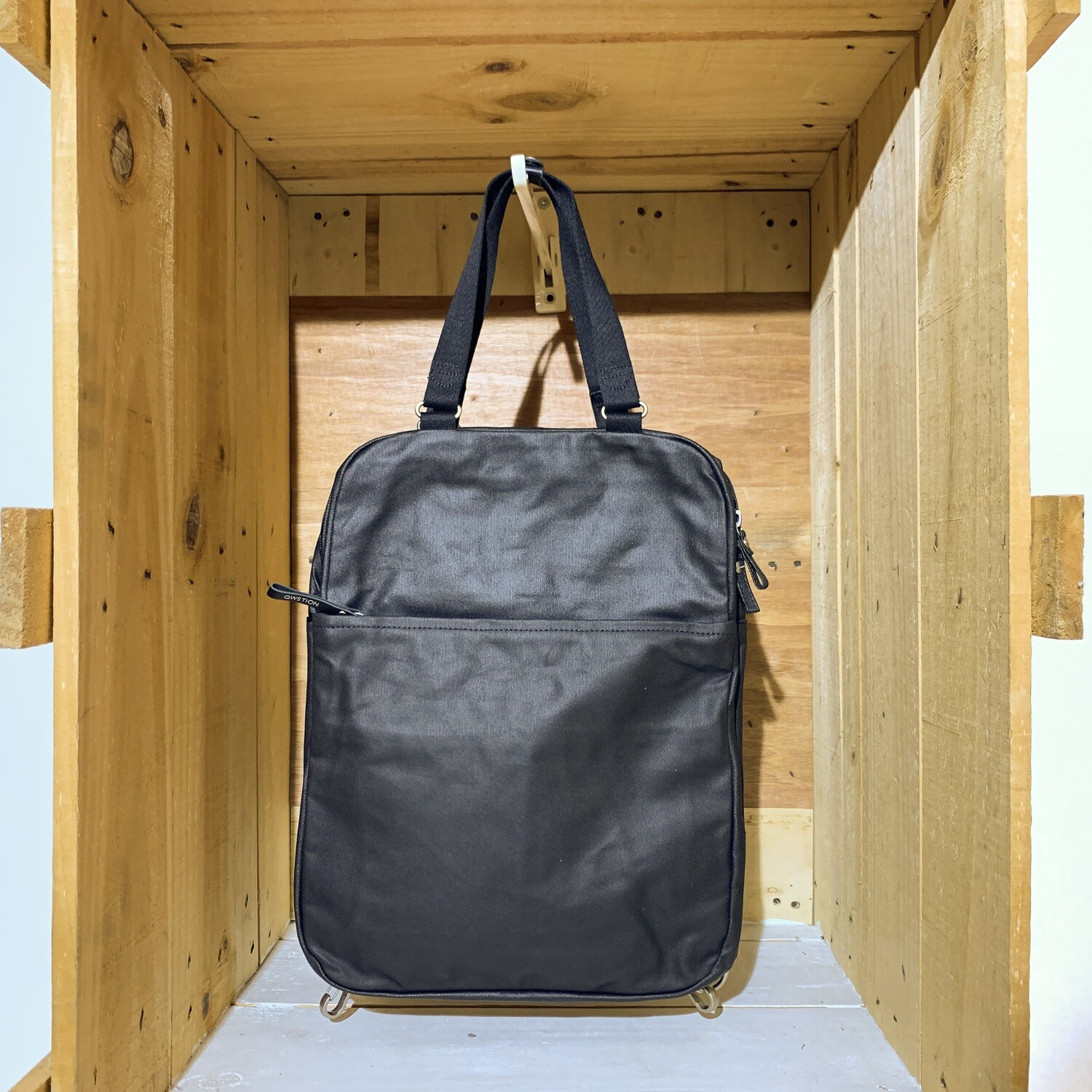 QWSTION – Simple Pack Organic Jet Black