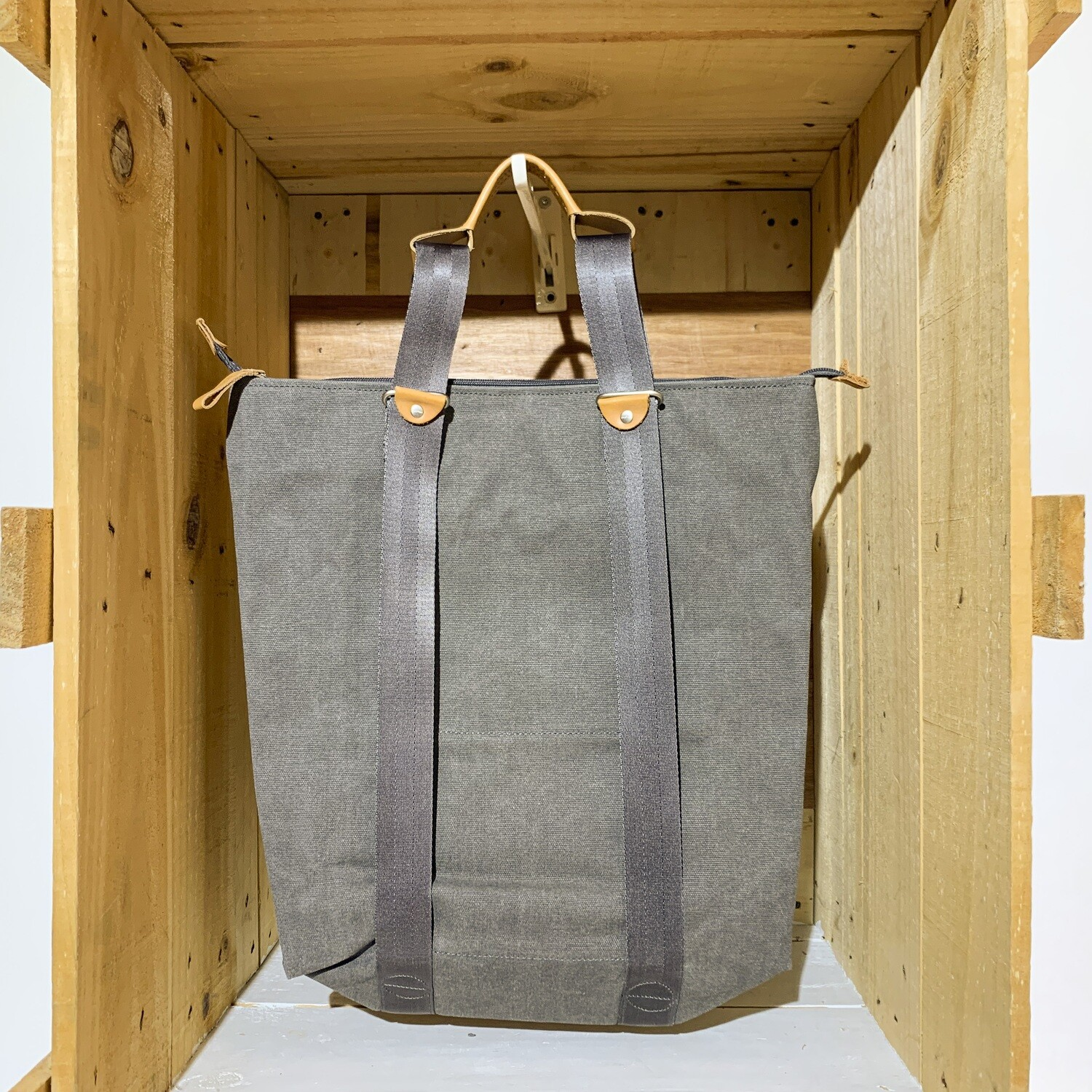 QWSTION – Simple Zip Shopper Washed Grey