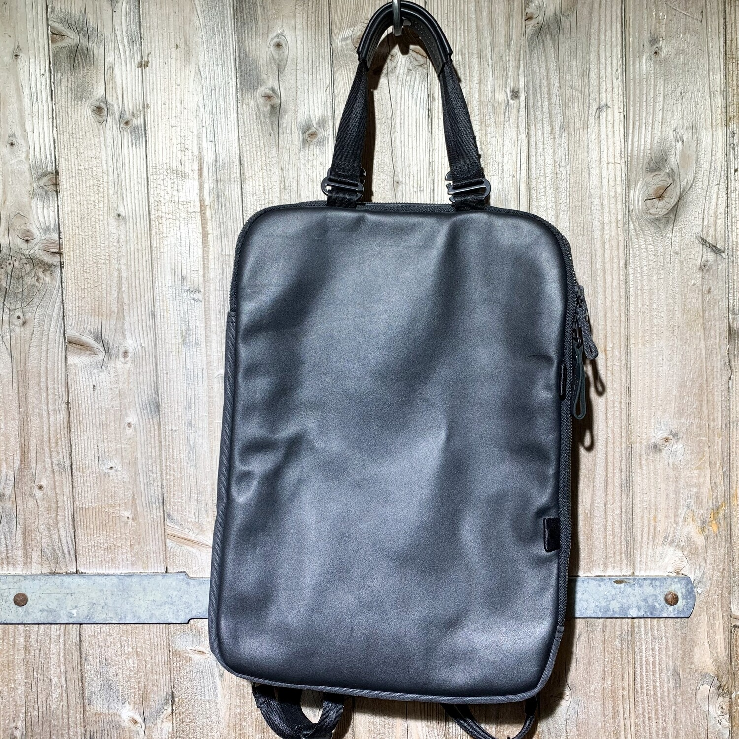 QWSTION – Day Pack Graphite Leather