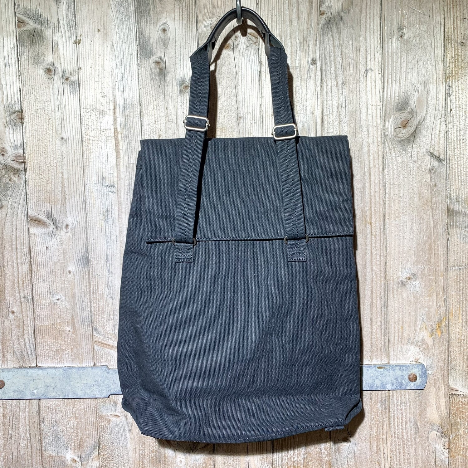 QWSTION – Flap Tote Medium All Black