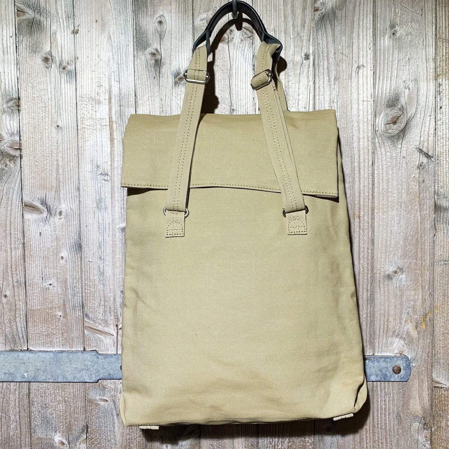 QWSTION – Flap Tote Medium Sand