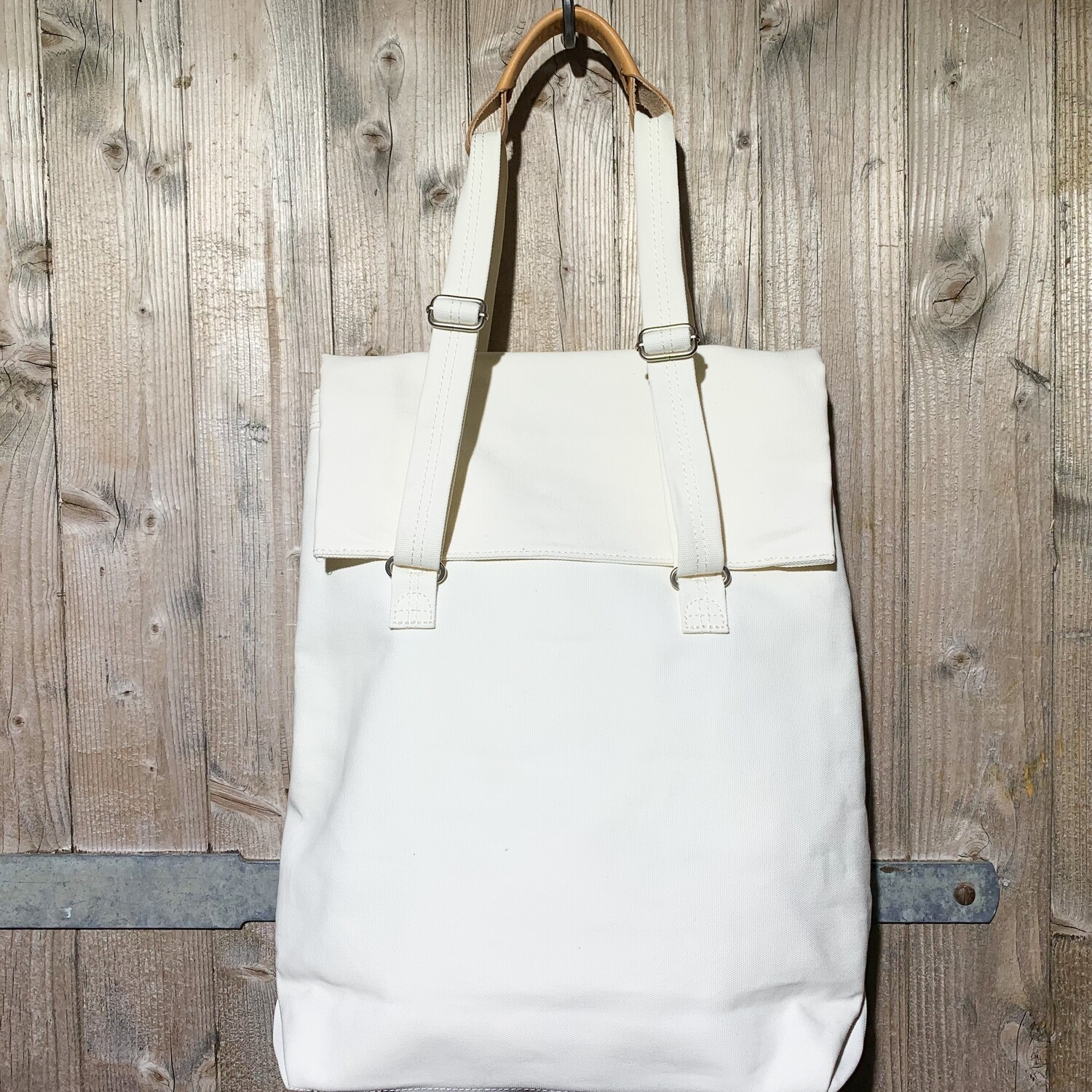 QWSTION – Flap Tote Medium Natural White