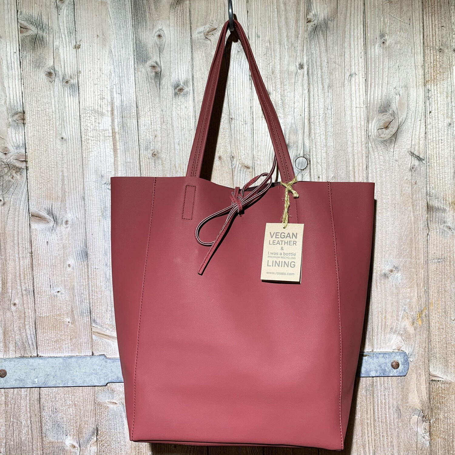 Rossis – Wine Red