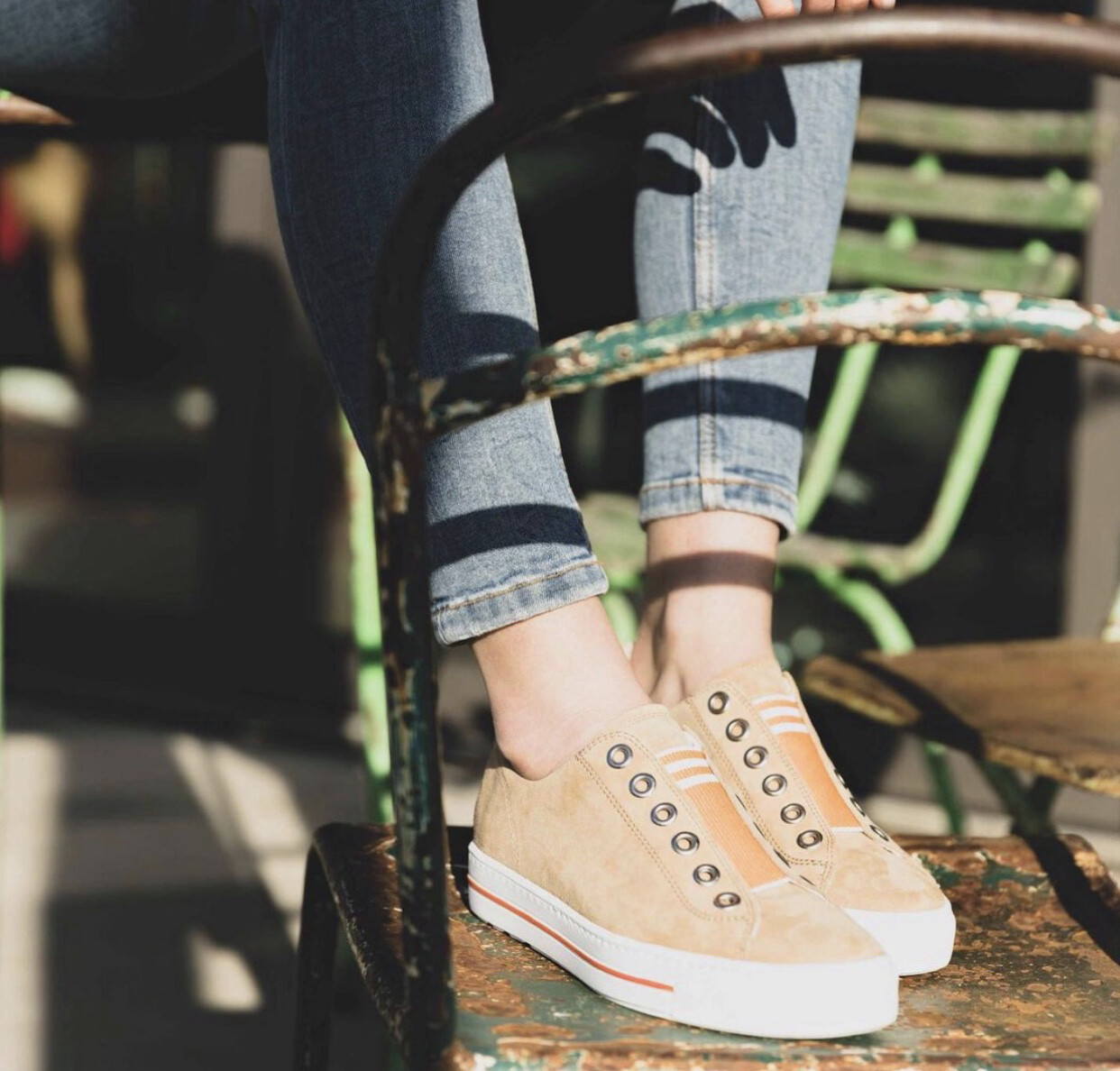 Pull On Elastic Sneaker - Tan