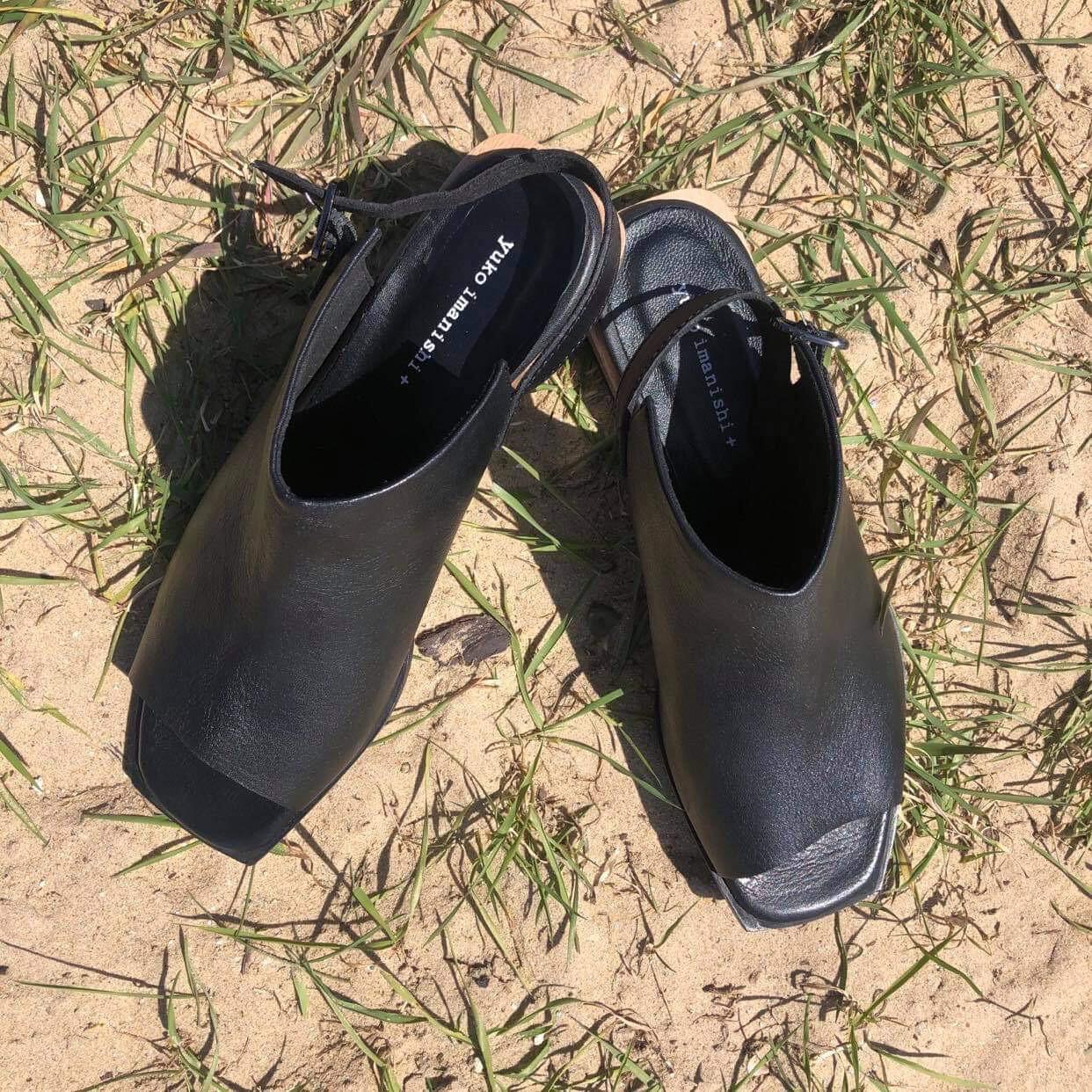 Enclosed Sandal - Black