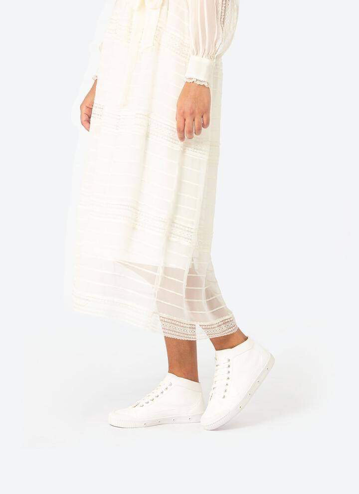 Spring Court - Lamb White