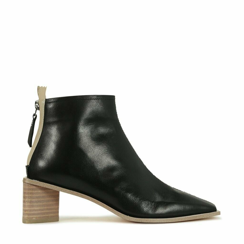 EOS Roan Black Boot