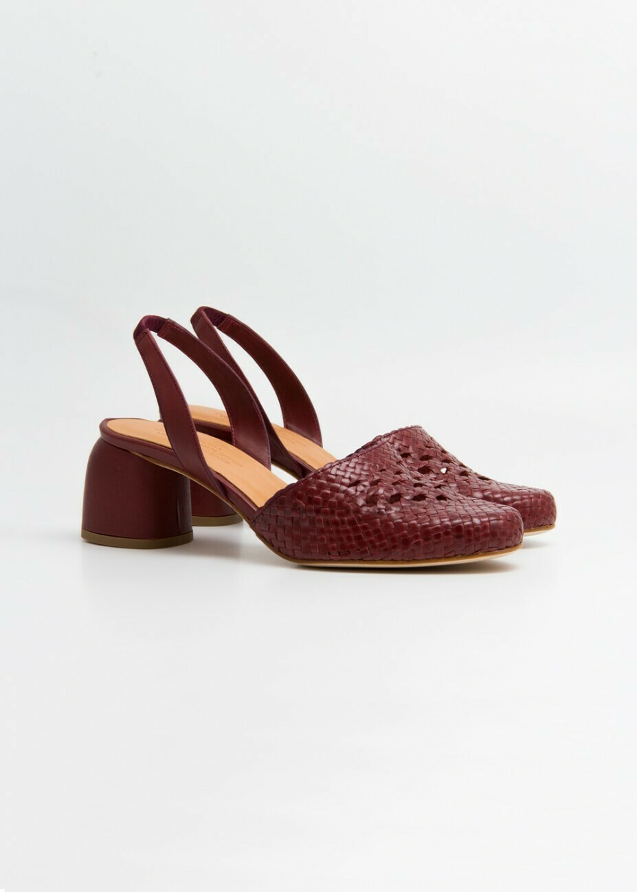 Amante Shoes, Naguisa