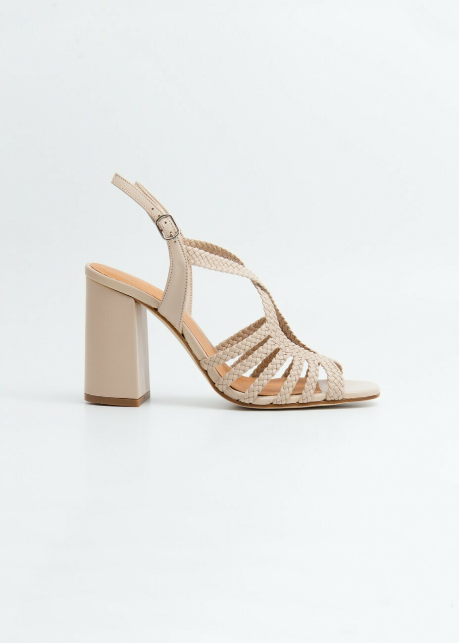 Cua Shoe, Naguisa
