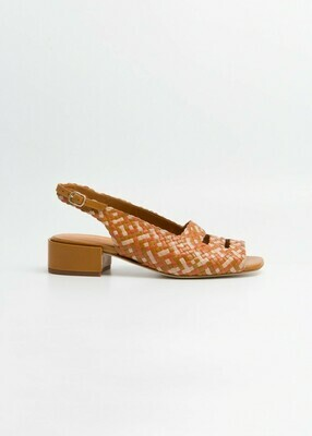 Marga Shoe, Naguisa