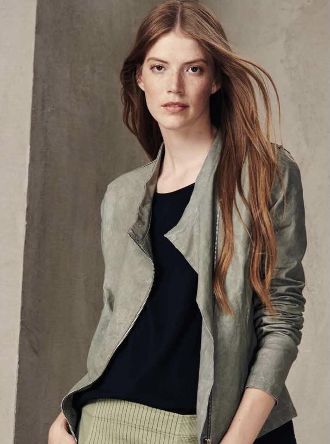 Sage Leather, Transit