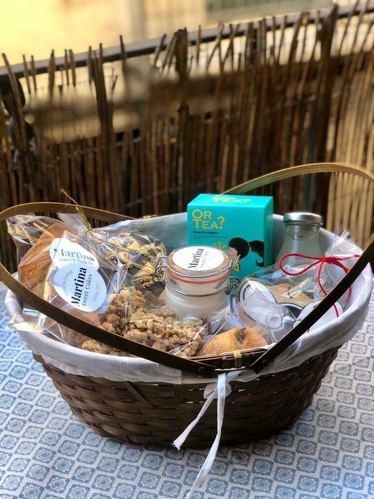 Breakfast or snack basket at home for 1 person