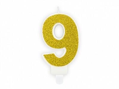 Vela dorada número 9
