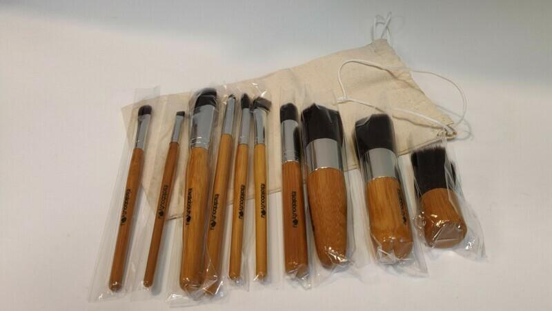 REDUCED!!! Bamboo Makeup brush set x11