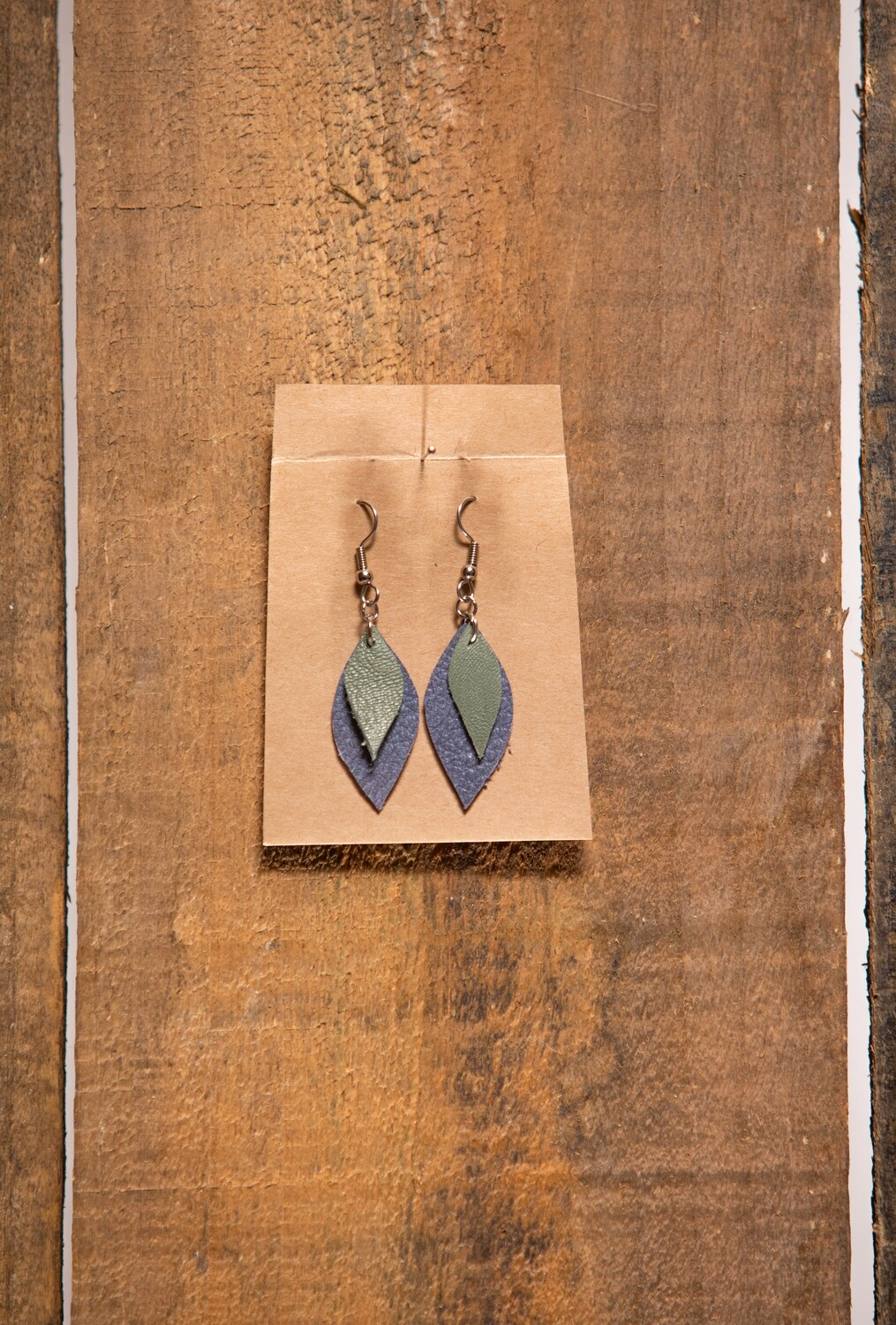 Feather Flies Short Leather earring