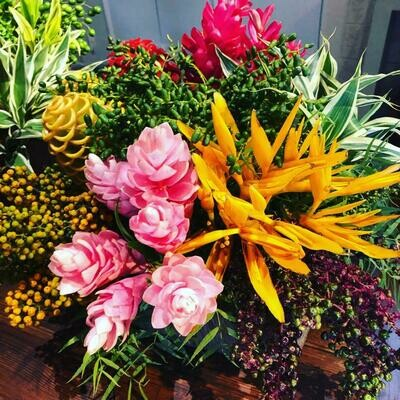 Bouquet de mix de flores tropicais