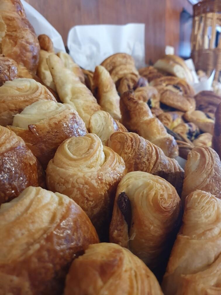 Croissants (plain) each