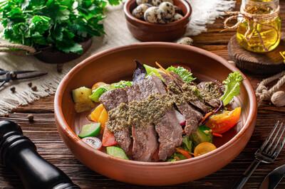 Стейк-салат з телятиною