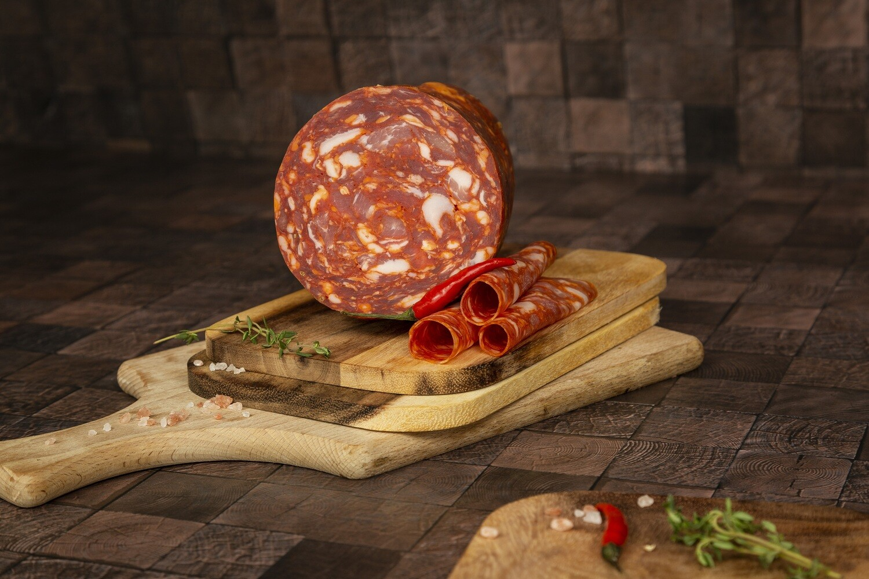 Salami Paprika geschnitten in Schale