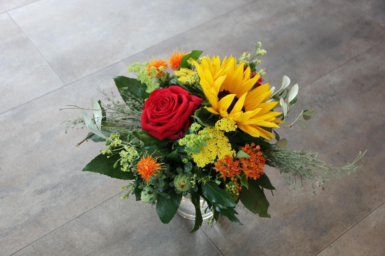 Pasadenastrauss mit Sonneblumen