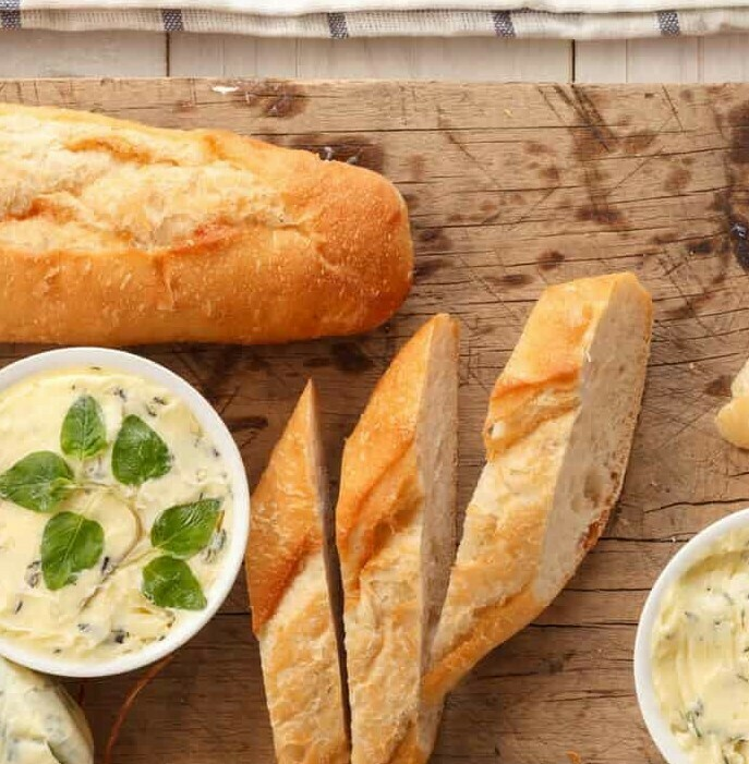 Kräuter Butter (V,Gf) & Wurzelbrötchen (V)