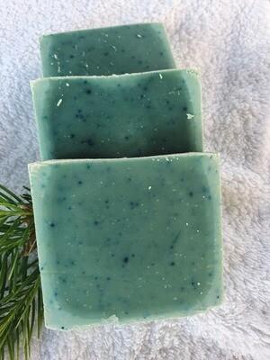Zedernholz Seife, vegan, handgemachte Seife, für empfindliche und trockene Haut mit Olivenöl und Kakaobutter