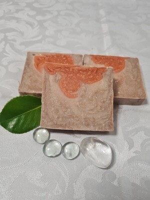 Erdbeer -Vanille Seife, vegan, handgemachte Seife, mit Kakaobutter und Olivenöl, geeignet für trockene und normale Haut