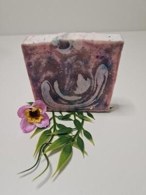 Lavendelseife, handgemachte Seife, mit Kakaobutter, Olivenöl, und naturreinem Lavendelöl