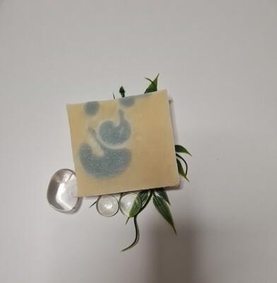 Nevonia Seife, vegan, handgemachte Seife, für empfindliche und trockene Haut mit Olivenöl und Kakaobutter
