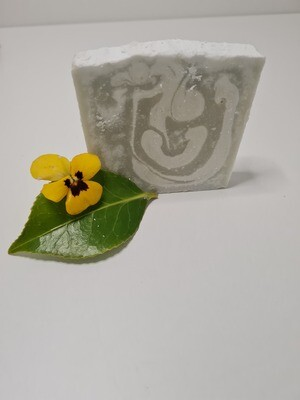 Veilchen Seife vegan, mit Kakaobutter und Olivenöl, geeignet für trockene und normale Haut