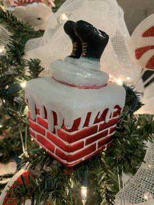 Clip On Santa In Chimney Ornament
